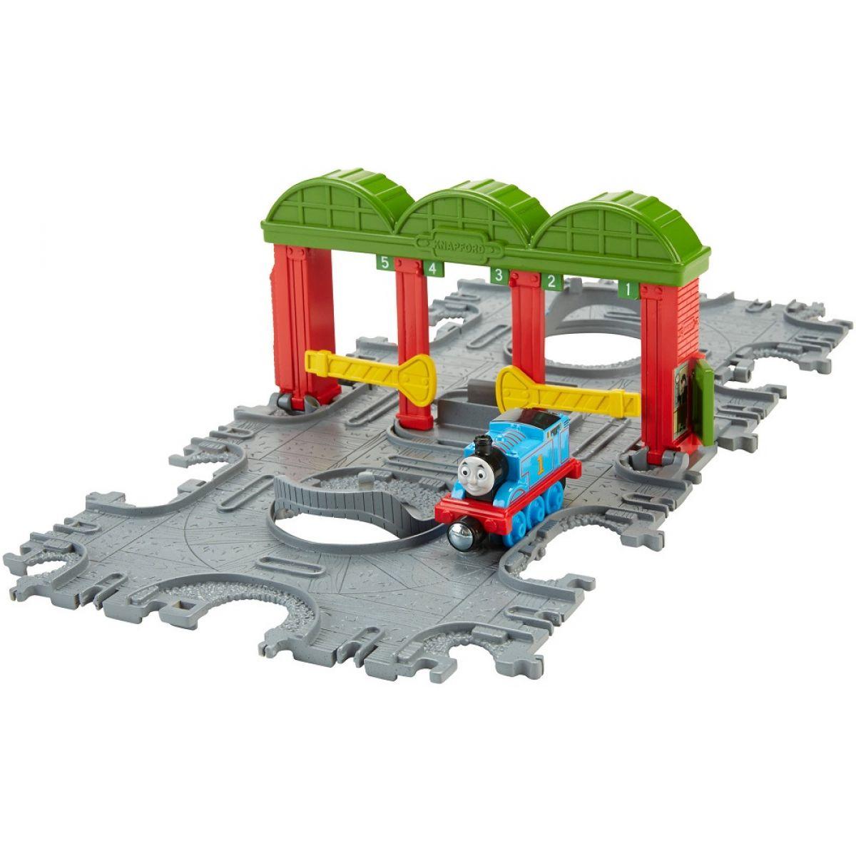 Fisher Price Mašinka Tomáš Take-n-Play Přenosná herní sada koleje - Knapford Station Tile Tracks
