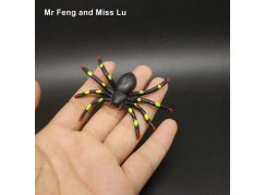 HM Studio žertovný předmět Pavouk s přísavkou