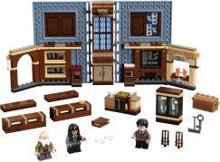 LEGO Harry Potter ™ 76385 Kouzelné momenty z Bradavic: Hodina kouzelných formulí