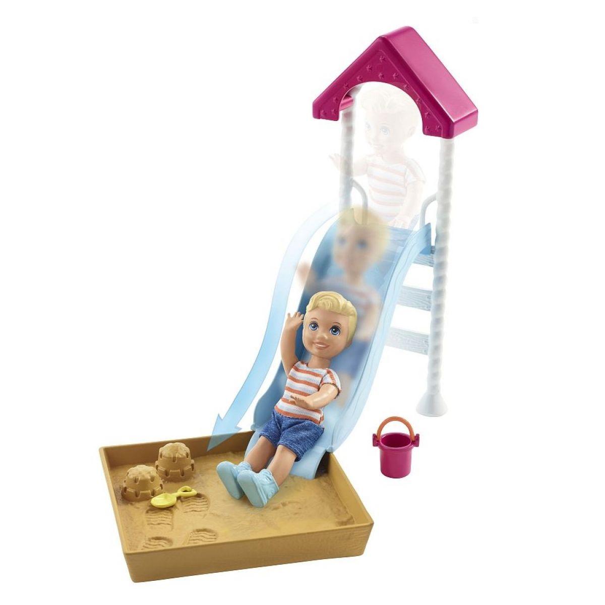 Mattel Barbie příběh z deníku chůvy pískoviště se skluzavkou