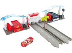 Mattel Cars 3 filmový herní set Florida speedway pit stop