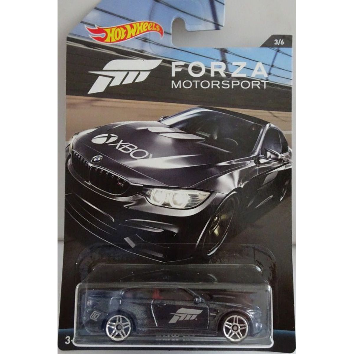 Mattel Hot Wheels tématické auto Forza racing BMW M4