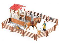 Sada ohrada pro koně se stájí