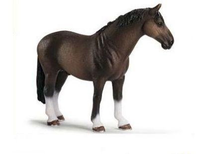Schleich 13649 Kůň Hanoverský hřebec