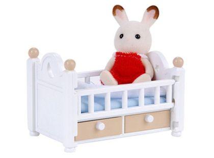 Sylvanian Families Nábytek chocolate králíků - baby králík v postýlce