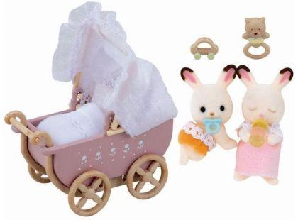 Sylvanian Families Nábytek chocolate králíků - kočárek pro dvojčátka