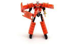 Transformer autobus a robot oranžový